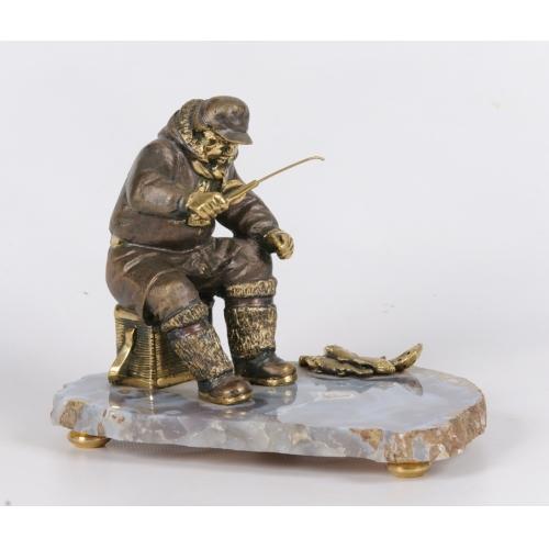 Рыбак на агате